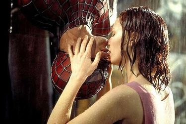 Kissing in the rain turned up-side down by Spiderman