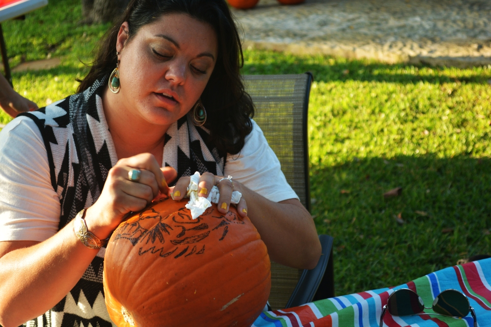 Fall, Family & Fun carving pumpkins (6/6)