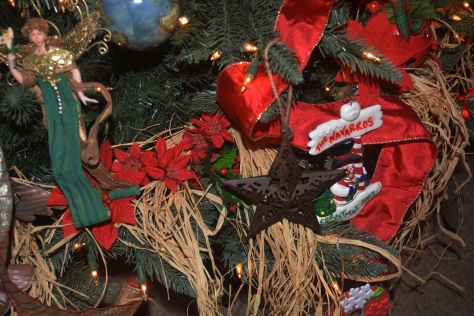 Tree trimmings with raffia, poinsettia and family memories