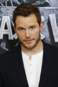 Chris Pratt looking sexy sweet for Jurassic World